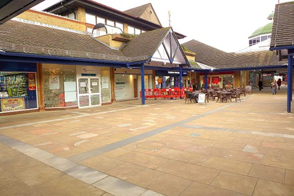 one storey shopping centre courtyard
